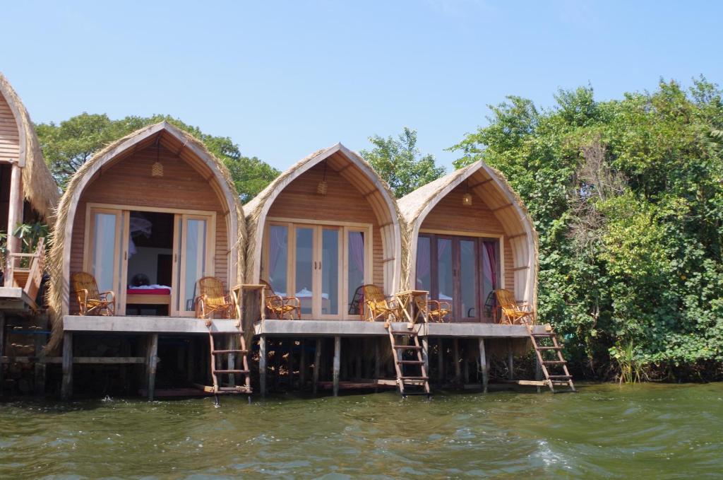 bamboo bungalow(竹制简易别墅度假村)