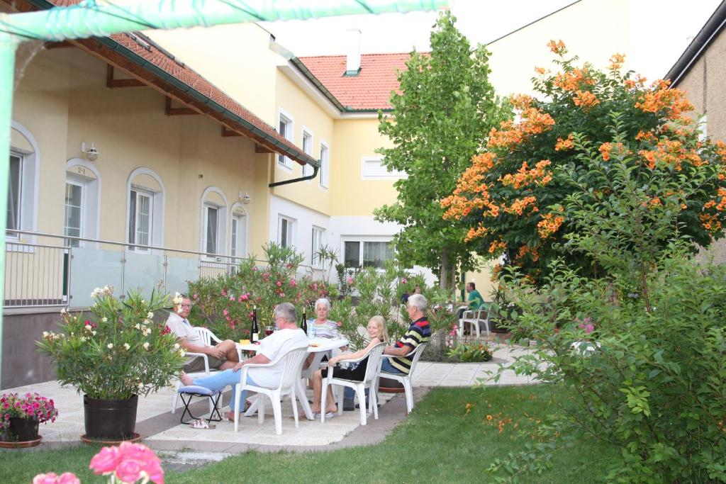 Pension & Weingut Storchenblick, Апетлон, Австрия