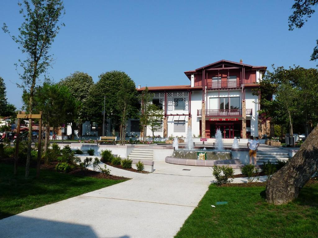Hossegor centre ville appartement 4 personnes for Appart hotel hossegor