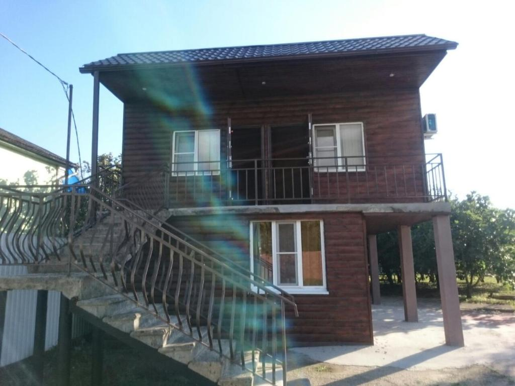 Гостевой дом На Лакоба 4