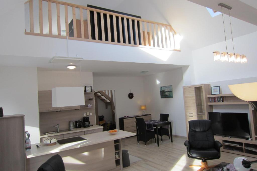 appartement mezzanine. Black Bedroom Furniture Sets. Home Design Ideas