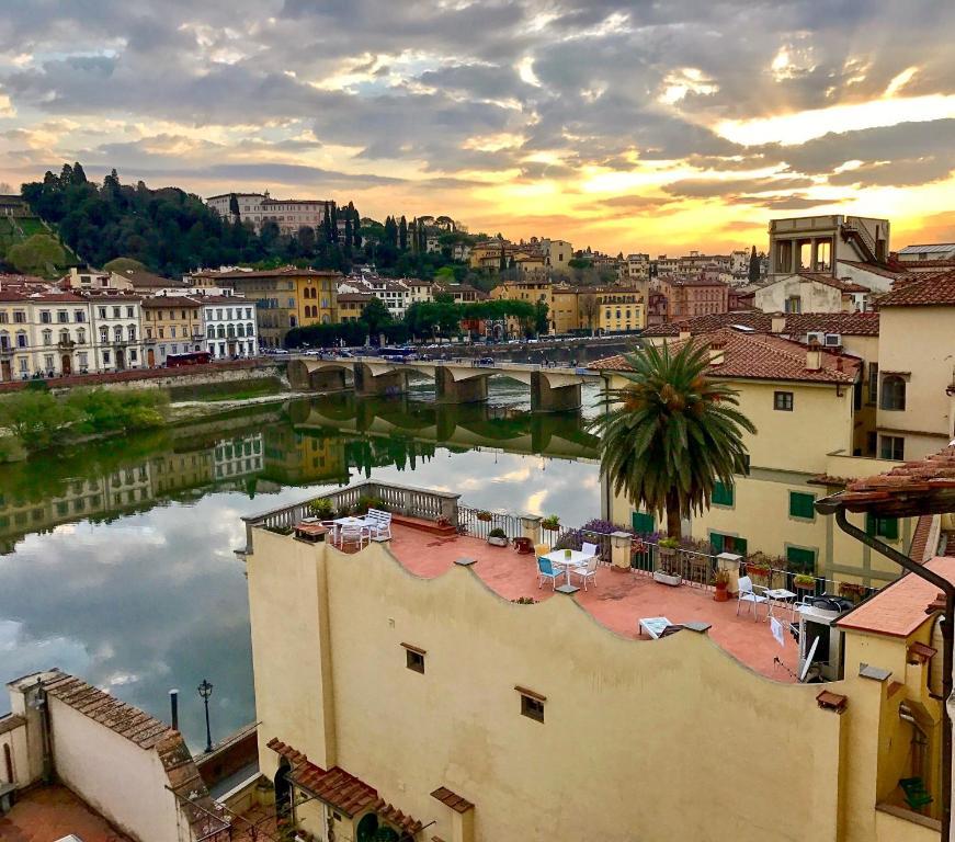 River arno terrace 2018 for 21 river terrace