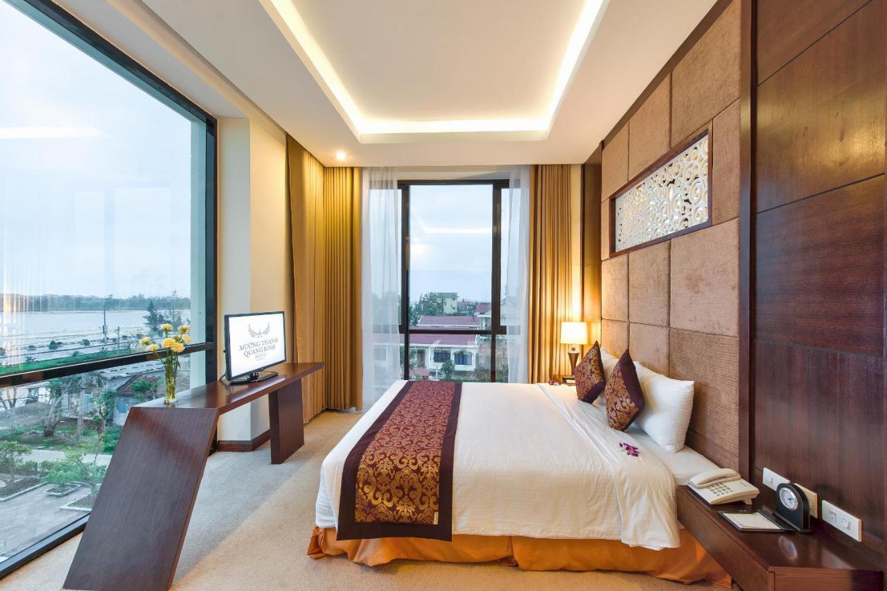Kết quả hình ảnh cho mở cửa lịch sự vào phòng khách sạn