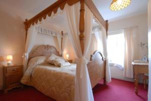 The Bedrooms at The Drewe Arms