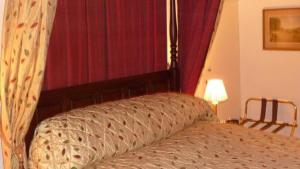 The Bedrooms at Chequers Hotel
