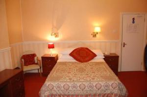 The Bedrooms at Eurobar Cafe and Hotel - BandB