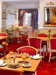 The Restaurant at Days Inn Westminster