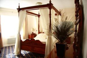 The Bedrooms at Drummond Hotel