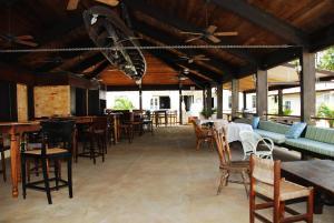 Club Comanche - Image2