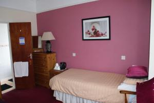 The Bedrooms at Lyn Glary Hotel