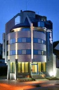 Riverside Hotel - Image1
