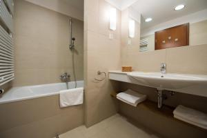 Tisza Balneum Hotel - Image4