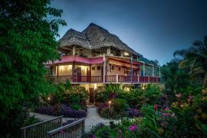 Sleeping Giant Rainforest Lodge - Image1