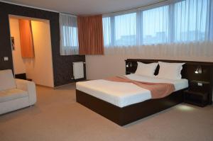 Riverside Hotel - Image3