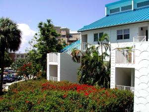 Seven Mile Beach Oceanfront Luxury Villa - Image1