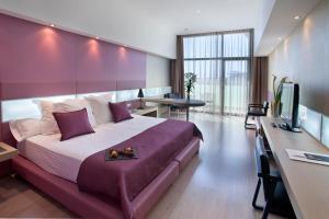 http://q.bstatic.com/images/hotel/max300/976/9765714.jpg