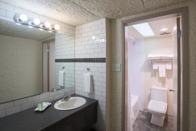 Village Green Hotel (乡村绿色酒店)