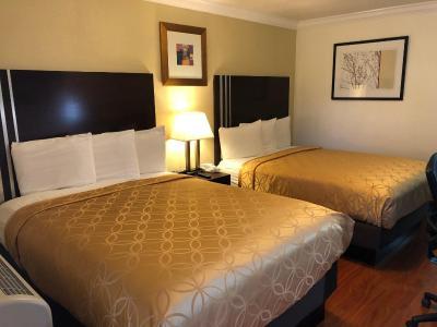 Lombard Plaza Motel (伦巴广场汽车旅馆)