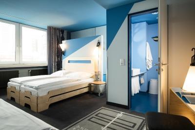 hostel superbude hamburg deutschland hamburg. Black Bedroom Furniture Sets. Home Design Ideas