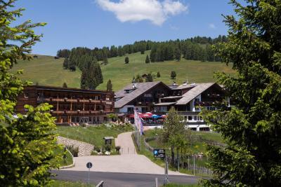 Hotel saltria true alpine living italia alpe di siusi - Hotel alpe di siusi con piscina ...