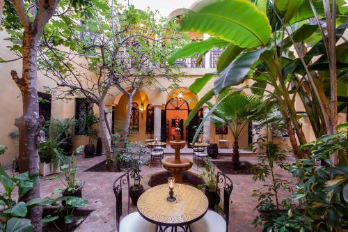 雷德索莱尔多兰特酒店