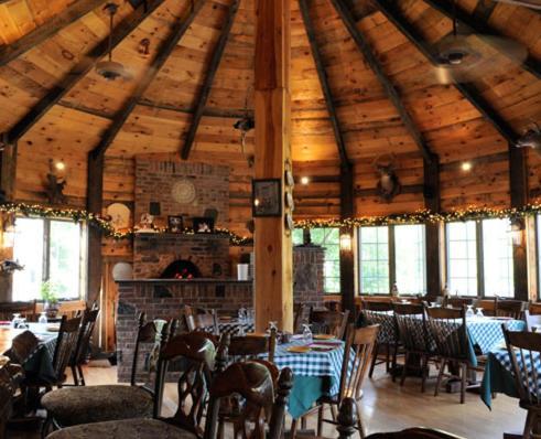 乔治别墅佩尔拉乡村酒店及餐厅