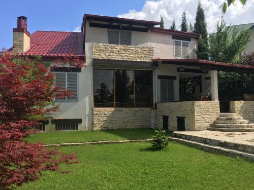 1963 As Is For Sale In Tbilisi: أفضل 10 فيلات في تبليسي، جورجيا