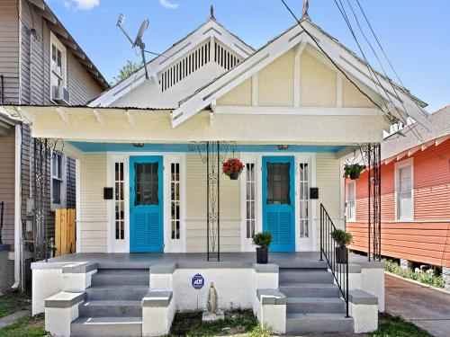 Historical Home: Live like a Local, Close to French Quarter, & Esplanade Ave