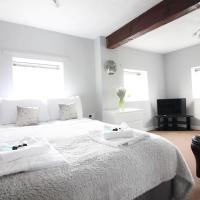 Diamond - Riverside Suites