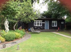 Cosy Lodge, Chessington