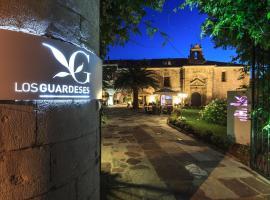 Los Guardeses, Solares