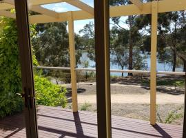 Lake Views and 700m to Sovereign Hill, 巴拉腊特