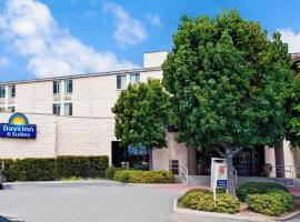 Days Inn & Suites Fullerton, Fullerton