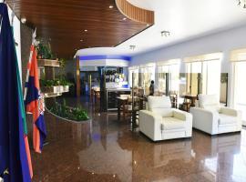 机场酒店, 马亚