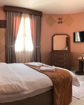 凯里尼亚雷梅尔酒店