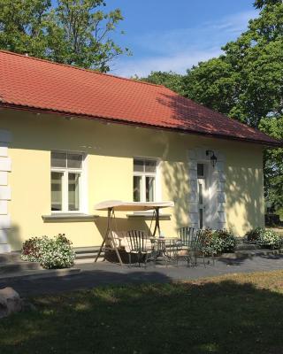 Paslepa Manor