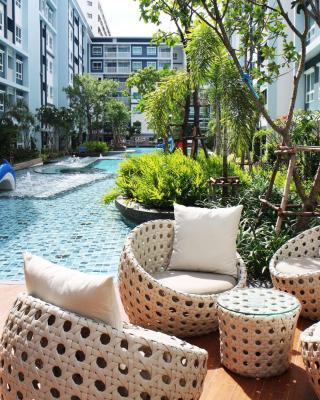 至信泳池和花园华欣公寓