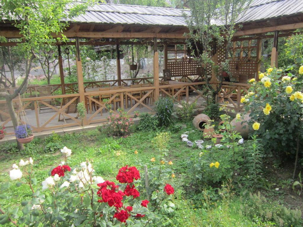Гостевой дом Edena, Амбролаури