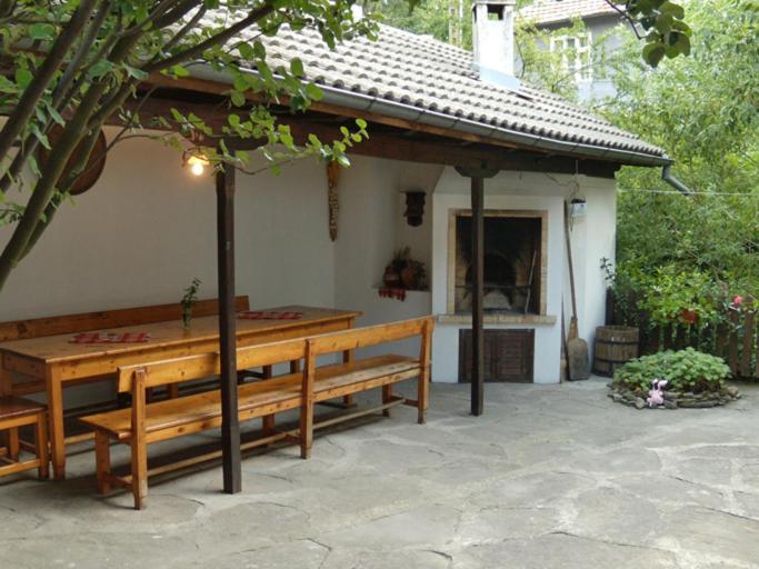 The Well House, Трявна, Болгария