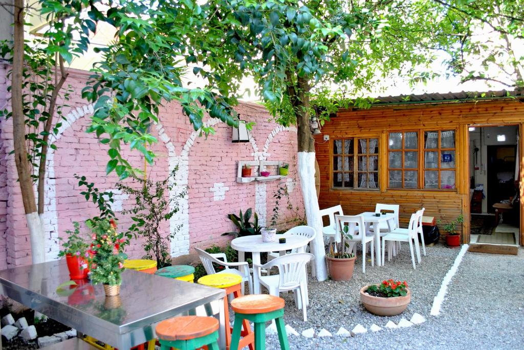 Zig Zag Hostel, Тирана, Албания