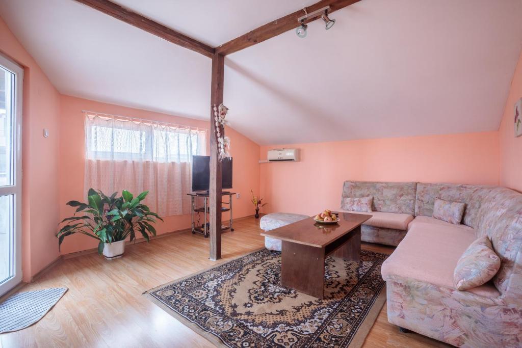 Eli Apartments - Different locations in Sarafovo,, Бургас, Болгария