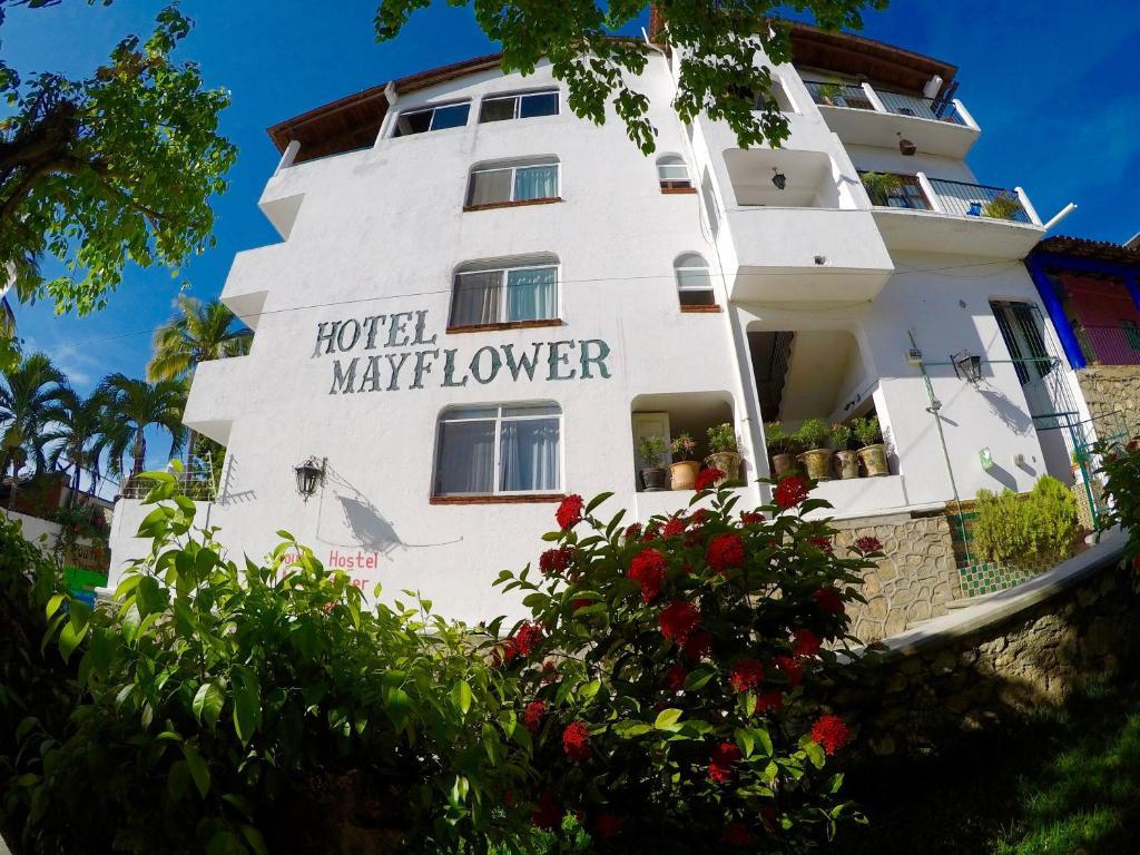 Отель Hotel Mayflower, Пуэрто-Эскондидо