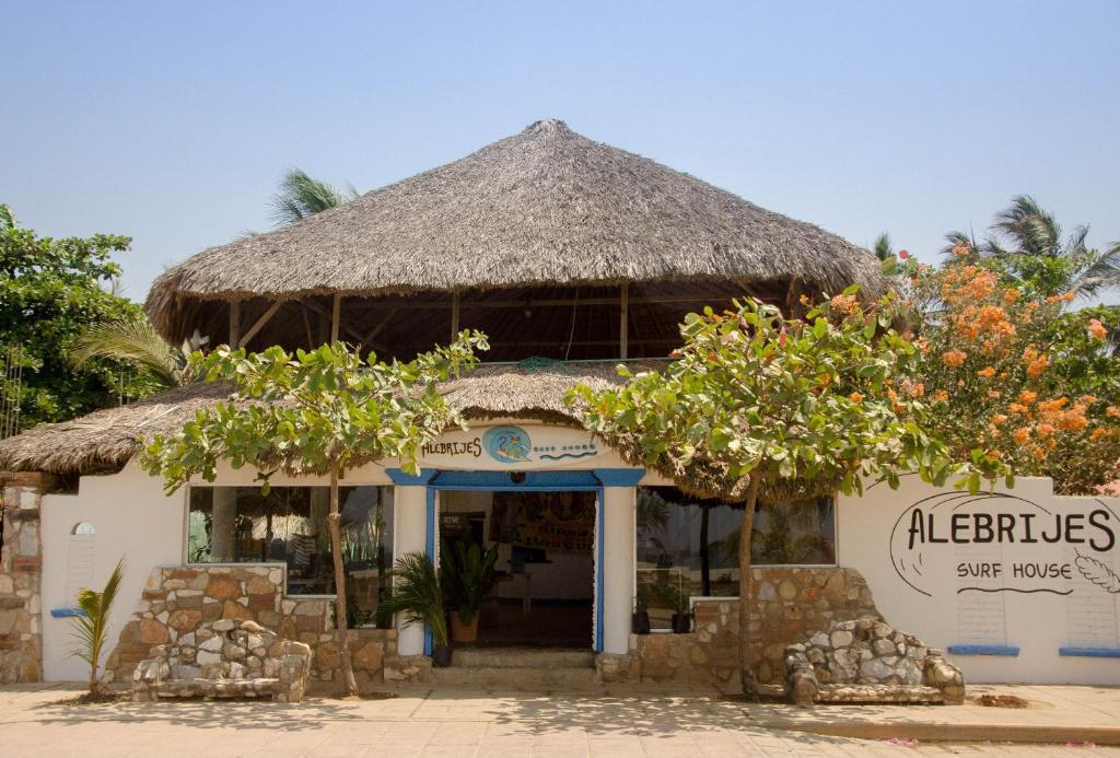 Хостел Alebrijes Surf House, Пуэрто-Эскондидо