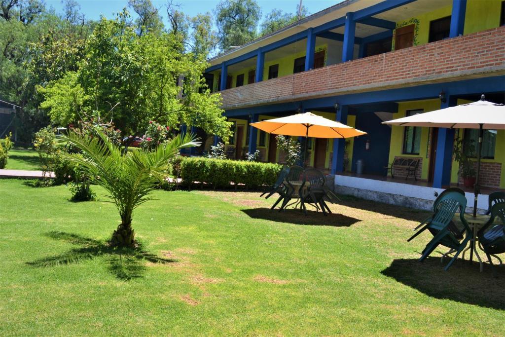 Отель Hotel Quetzalcalli, Сан-Хуан-Теотиуакан