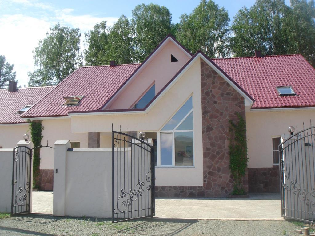 Гостевой дом Каменный цветок, Новоабзаково