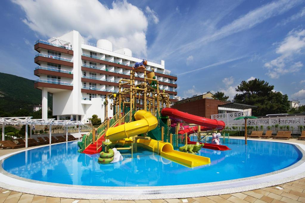 Отель Alean Family Resort & SPA Biarritz 4*, Геленджик