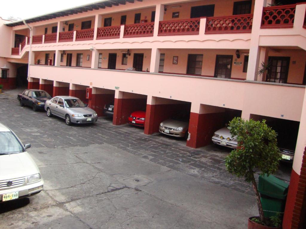 Отель Hotel Virreyes, Пуэбла