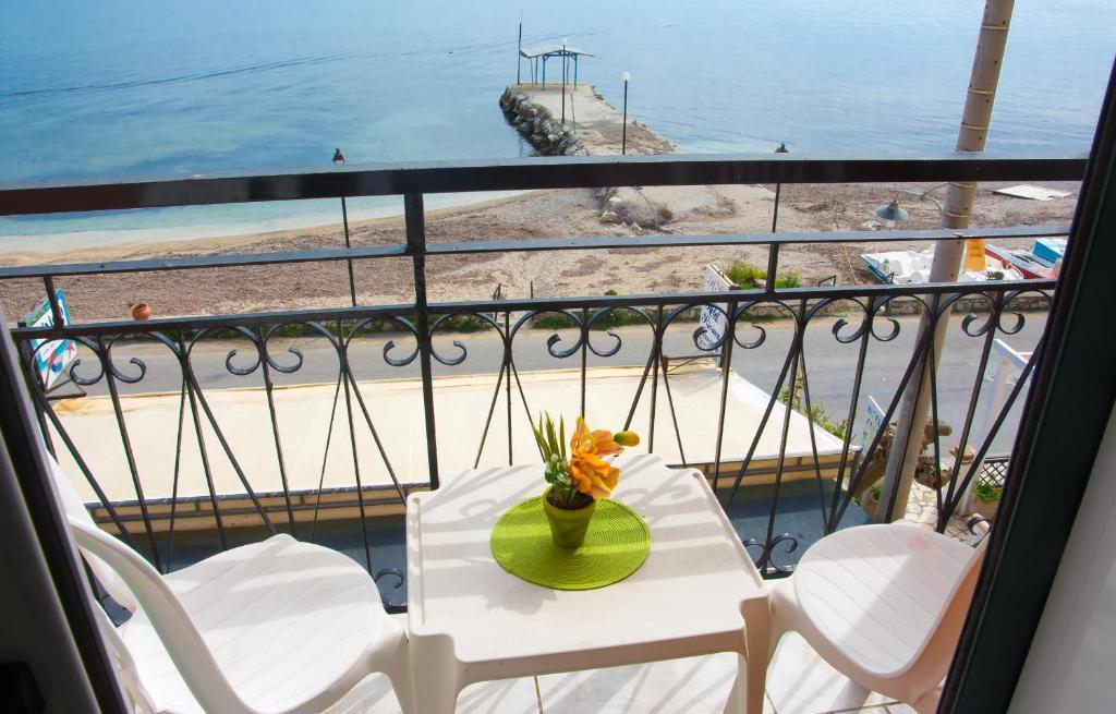 Отель Riviera Beach Hotel, Бенитсес
