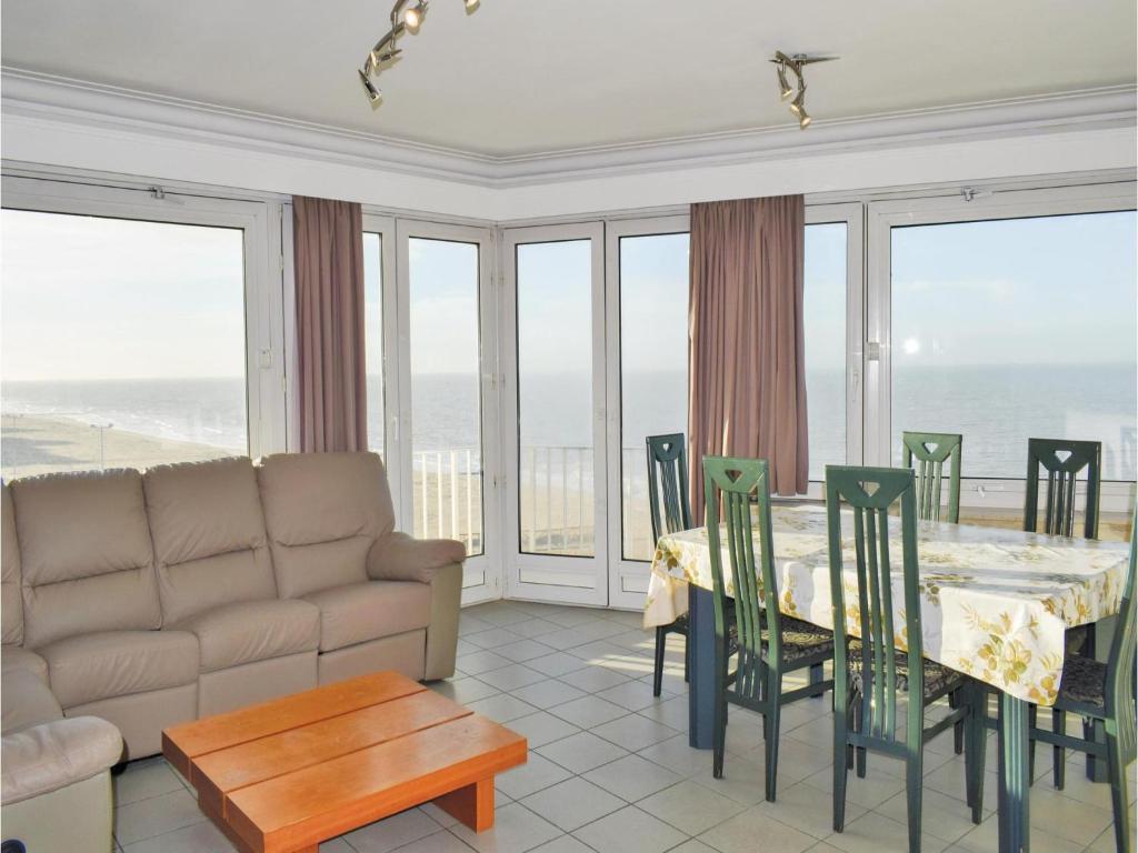 Three-Bedroom Apartment Oostende with Sea View 01, Остенде, Бельгия