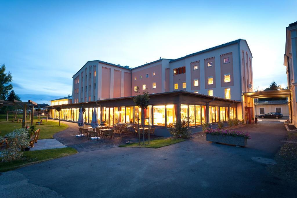 JUFA Weinviertel Hotel in der Eselsmühle, Зефельд-Кадольц, Австрия